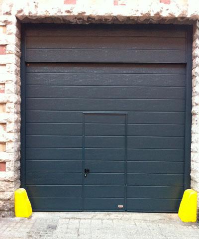 Puerta seccional de garaje