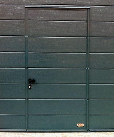 Puerta peatonal incorporada