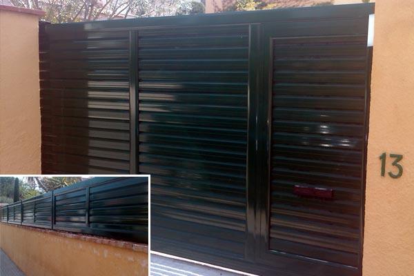 Puerta corredera de aluminio para jard n prat for Puertas venecianas