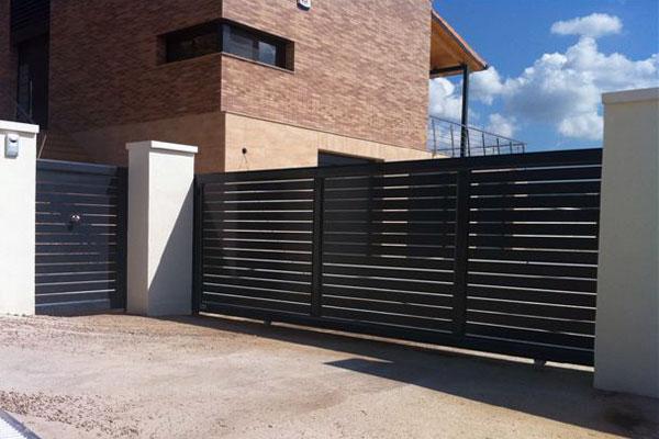 Puerta corredera prat - Puerta corredera de aluminio ...