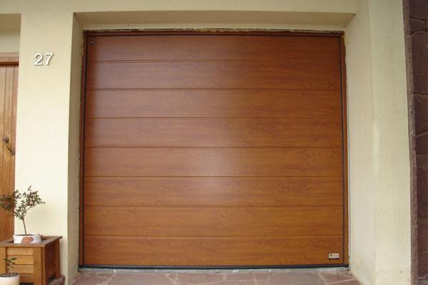 Puerta de garaje seccional prat - Puertas de garaje de madera ...