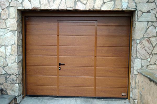 Puerta seccional de garaje prat for Puertas de garaje precios