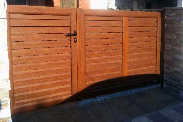 Puerta corredera peatonal prat - Puertas de aluminio imitacion madera ...