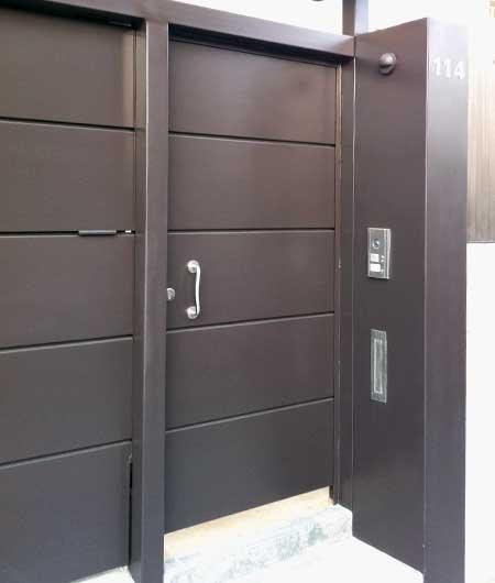 Conjunto puerta basculante peatonal marquesina prat - Puerta metalica exterior ...