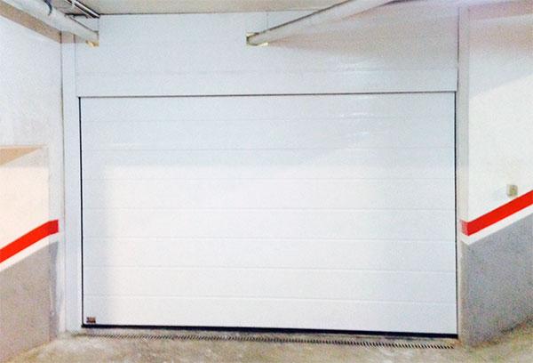 puerta seccional hormann lpu 40 prat. Black Bedroom Furniture Sets. Home Design Ideas