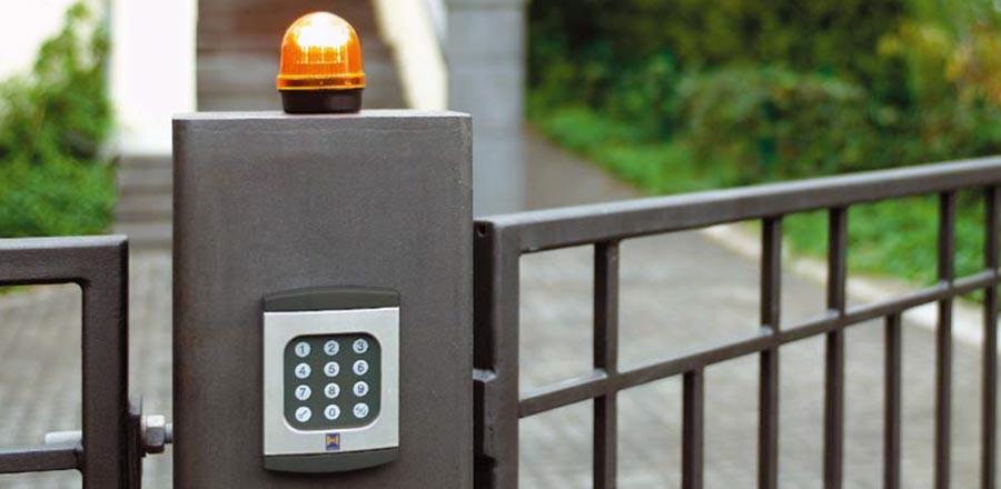 Puertas y vallas de jard n prat - Puertas para vallas ...